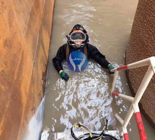 蛙人带水堵漏